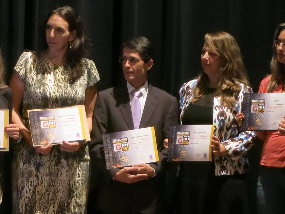 Sr. Julio Cesar Toledo (centro), Gerente Comercial da Leme Consultoria, recebe certificado em solenidade no Auditório da Anhembi Morumbi - fev/2015