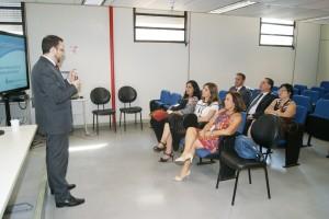 Integrantes do Cômite Regional de Gestão de Pessoas por Competências assistem à apresentação do consultor Renan Sinachi